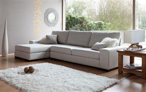 nettoyage canapé cuir blanc comment relooker salon avec un tapis moderne