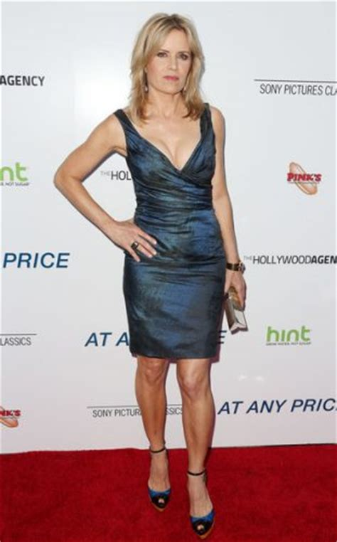 foto de Kim Dickens Measurements Height Weight Bra Size Age Affairs