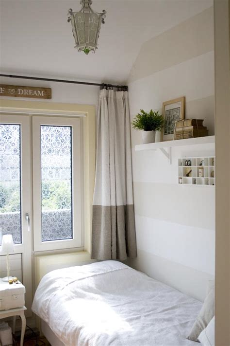 decorate  small guest room