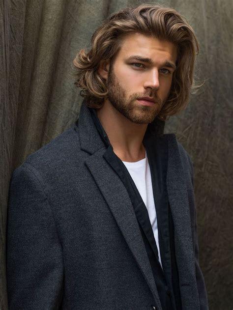 coiffure cheveux mi homme 1001 id 233 es cheveux longs homme quand la taille compte