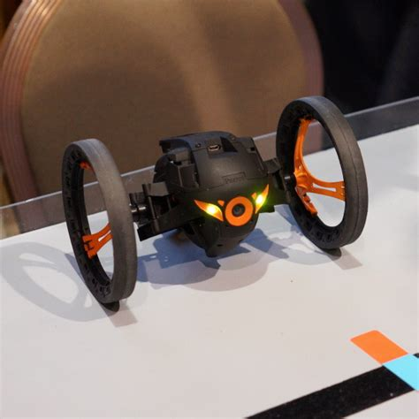 eyes  parrot jumping sumo video