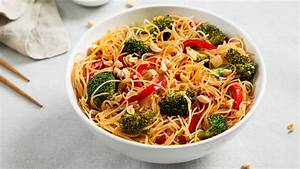Rice Noodle Bowl with Broccoli and Bell Peppers Recipe