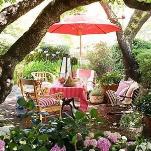 Sonnenschirm Aus Holz : gartengestaltung mit gartenm bel aus holz und sonnenschirm rosa freshouse ~ Frokenaadalensverden.com Haus und Dekorationen