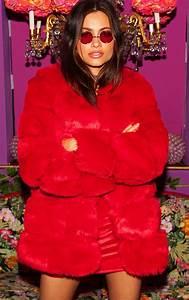 Fausse Fourrure Rouge : manteau effet matelass en fausse fourrure rouge manteaux et vestes prettylittlething fr ~ Teatrodelosmanantiales.com Idées de Décoration
