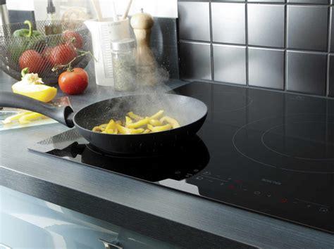 choisir une poele de cuisine electroménager four hotte réfrigérateur et plaque de