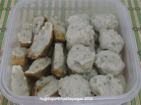 Pasalnya, jenis siomay ini berbeda dari resep awalnya yang konon berasal dari mongolia dalam. Dapur Griya Khayangan: Siomay Ikan (ala Abang Siomay)