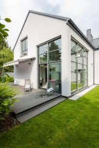 Modernes Haus Weiße Fenster by Graues Haus Wei 223 E Fenster Suche Hausfarbe In