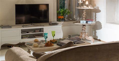 canapé d angle blanc gris meuble tv pour votre équipement high tech westwing