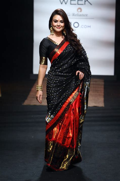 fashion week mekhela chador by sanjukta dutta at lakm 233 fashion week