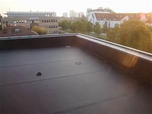 Flachdach aus einem stuck aus epdm kautschuk von for Garten planen mit balkon abdichten mit epdm folie