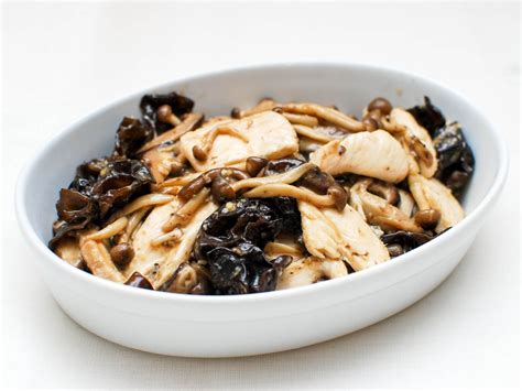 chinese velveting  stir fried chicken  mushrooms
