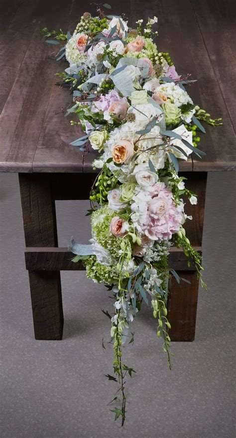 7 diy floral and greenery wedding table runners