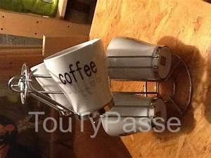 Support Tasse à Café : tasses caf sur support champigny sur marne 94500 ~ Teatrodelosmanantiales.com Idées de Décoration