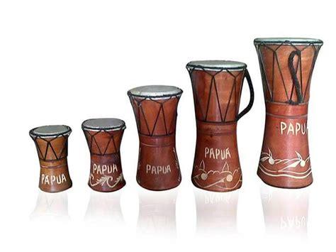 Alat musik ini terbuat dari kayu dimana kayu yang dipilih sebagai bahan dasarnya adalah yang kuat dan keras sekaligus ringan. 30 Jenis Alat Musik Tradisional Indonesia dan Asal ...