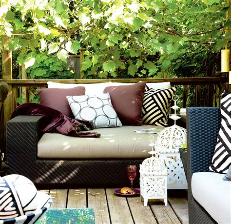 Backyard Decoration by 20 Ways To Spiff Up Your Backyard For