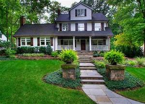 Simple landscaping ideas for front of house home for Garden design ideas for front of house