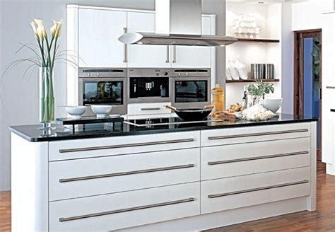 r駭ovation d armoires de cuisine rénovation de la cuisine à petit budget idées pratiques