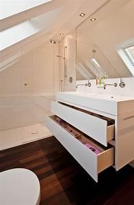 Badezimmer Mit Schräge : badezimmer mit schr ge renovieren raumfabrik ~ Lizthompson.info Haus und Dekorationen