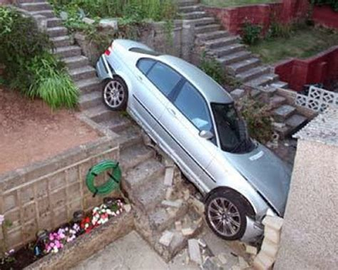 Free Funny Pictures: Very Creative and Funny Car Accidents ...