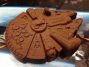 Faucon Millenium Star Wars : moule gateau faucon millenium star wars silicone super insolite ~ Melissatoandfro.com Idées de Décoration