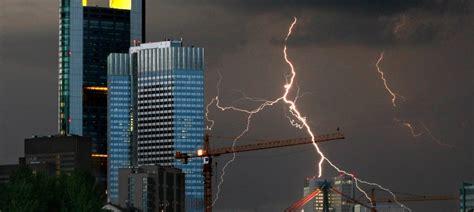 Blitzableiter Schutz Bei Unwetter by Schutz Bei Gewitter Bei Blitz Und Donner Nie Hoch Hinaus