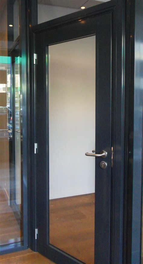 bureau noir verre les aménagements portes pour cloisons de bureau espace
