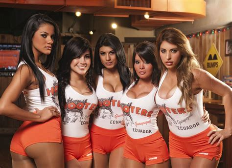 Do The Girls Who Work At Hooters Have No Shame Pics Bodybuilding Com Forums