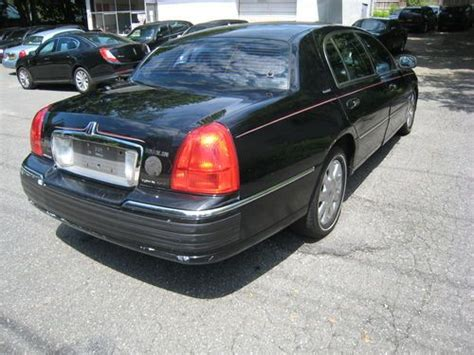 buy   lincoln town car executive  series black