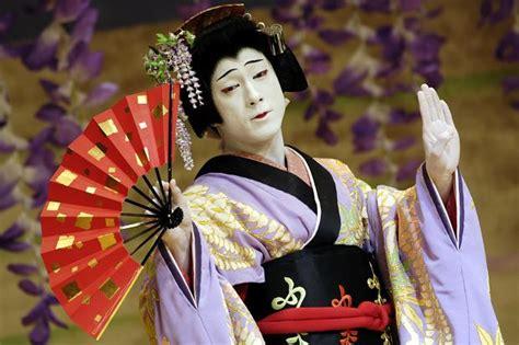 Fungsi musik tradisional dan moderen fungsi musik tradisional dan moderen secara umum, fungsi musik bagi masyarakat indonesia antara lain sebagai sarana atau media upacara ritual, media perbedaan antara fungsi musik tradisional dan modern hanya terketak pada sarana upacara adat. Jelaskan Perbedaan Antara Musik Tradisional Dan Musik Modern Di Jepang