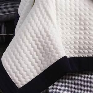 Dessus De Lit Blanc : dessus de lit blanc et bleu marine de luxe tissu blanc piqu ~ Teatrodelosmanantiales.com Idées de Décoration