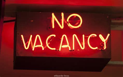 Neon Sign No Vacancy Red