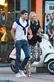 高清:莎拉波娃与男友漫步街头 手挽手+摸脸蛋-体育图片库-大视野-搜狐