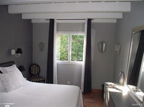 chambre avec poutres apparentes une chambre grise aux poutres blanches apparentes