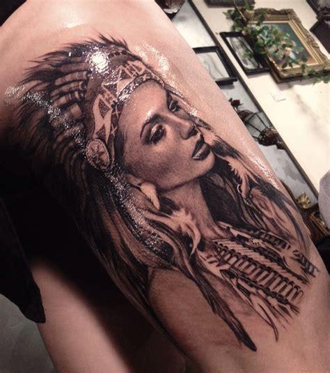 Photo  Tatouage Femme  Une Indienne Sur La Jambe