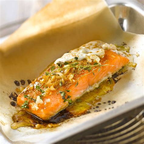 cuisiner le bar entier saumon en papillote facile recette sur cuisine actuelle