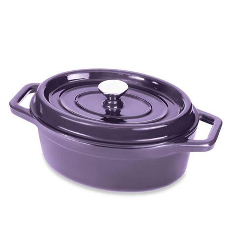 cuisiner avec une cocotte en fonte cocotte en fonte ovale 29 cm 3 5 l aubergine mathon