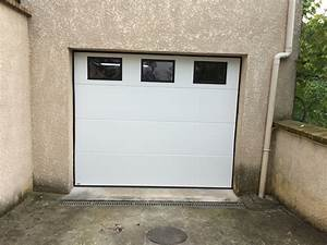 Portes de garage sectionnelle residentielle portech for Porte de garage sectionnelle avec hublot