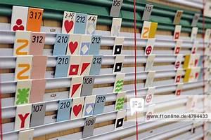 Nettoarbeitszeit Berechnen : traditionelle stecktafel f r stundenplan personaleinsatzplanung lizenzpflichtiges bild ~ Themetempest.com Abrechnung