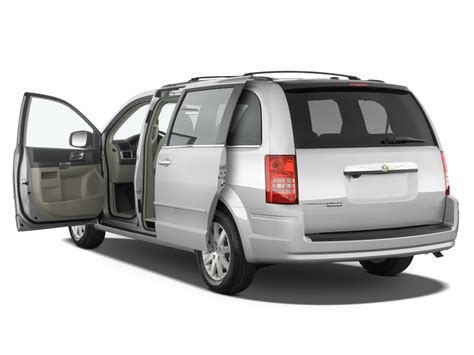 Town And Country Chrysler 2010 by 2010 Chrysler Town Country Reviews And Rating Motor Trend