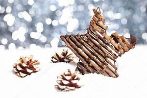 Basteln Mit Tannenzapfen Weihnachten : weihnachten schnee eis stern tannenzapfen winter weihnachtsbaum stock photo rclassenlayouts ~ Frokenaadalensverden.com Haus und Dekorationen