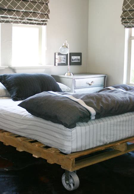 jilly  simple pallet bed