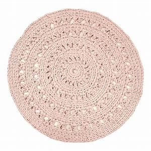 Tapis Rond Enfant : tapis rond crochet rose poudr naco design enfant ~ Teatrodelosmanantiales.com Idées de Décoration