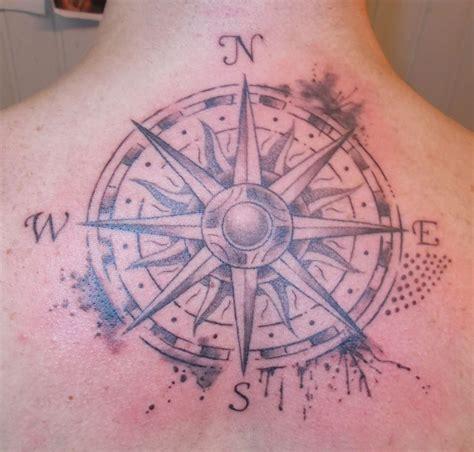 tatouage boussole tattoo studio
