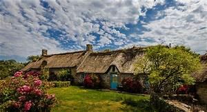 les 20 plus belles maisons du monde des demeures qui vont With maison toit de chaume 6 les maisons typiques bretonnes