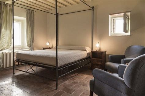 simple tricks  making small bedrooms  bigger