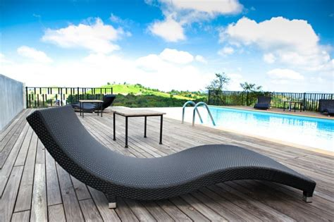 chaises longues de piscine piscine et jardin une sélection de piscines extraordinaires