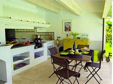 faire une cuisine d été cuisine d 39 été aménagée dans un abris de jardin