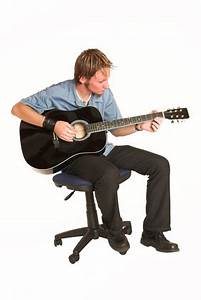 technique - Standing up acoustic guitar playing position ...