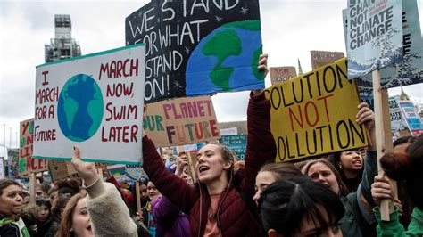 """This september 24, 2021, our fight for genuine, intersectional climate justice continues with another global climate strike. """"Fridays for future"""" llena las plazas de todo el mundo ..."""