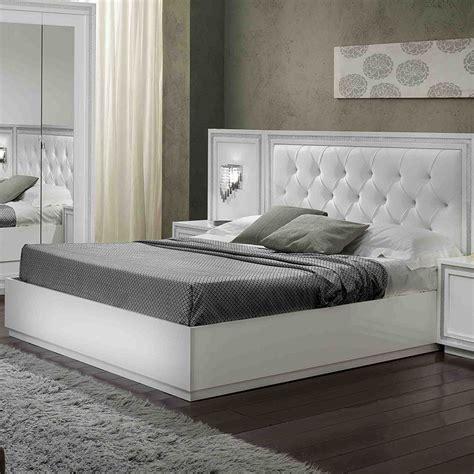 chambre capitonné tete lit capitonnee avec strass